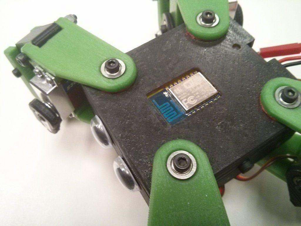 поверхность напечатанного на 3д принтере робота - видны слои